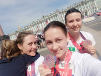 Сlose-Knit Streamer Team Races National Half-Marathon